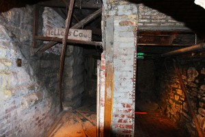 """Seattle Underground (3726665129)"" by Rennett Stowe from USA - Seattle UndergroundUploaded by russavia. Licensed under CC BY 2.0 via Wikimedia Commons - https://commons.wikimedia.org/wiki/File:Seattle_Underground_(3726665129).jpg#/media/File:Seattle_Underground_(3726665129).jpg"