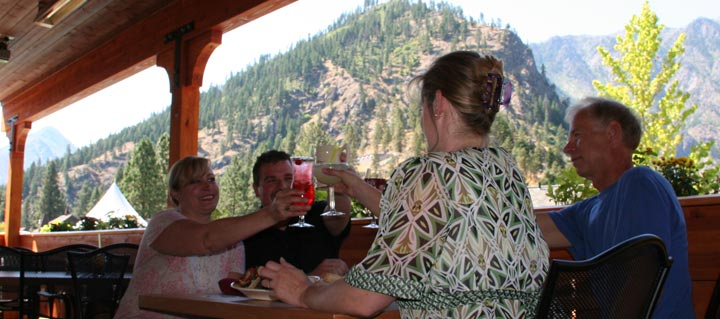 outdoor dining - leavenworth restaurant guide