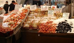 640px-Pike_Place_Market_Seafood-001